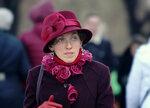 Дама в бордовой шляпке
