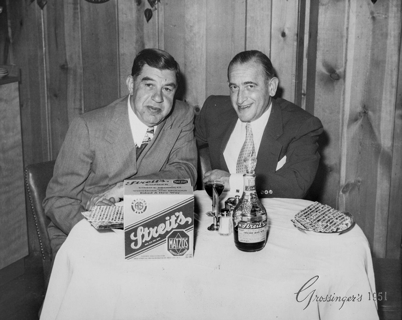 1951. Ирвинг Стрейт (справа),  сын основателя компании Арона Стрейта в Кэтскилле