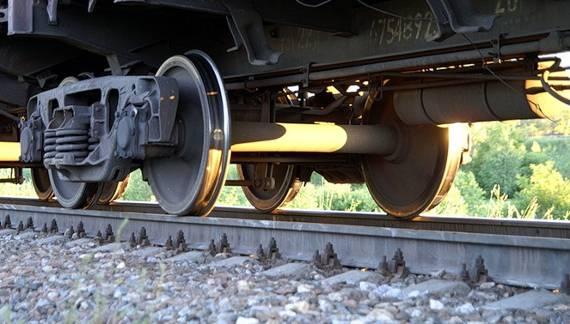 Под колесами поезда на Харьковщине погибла пожилая женщина