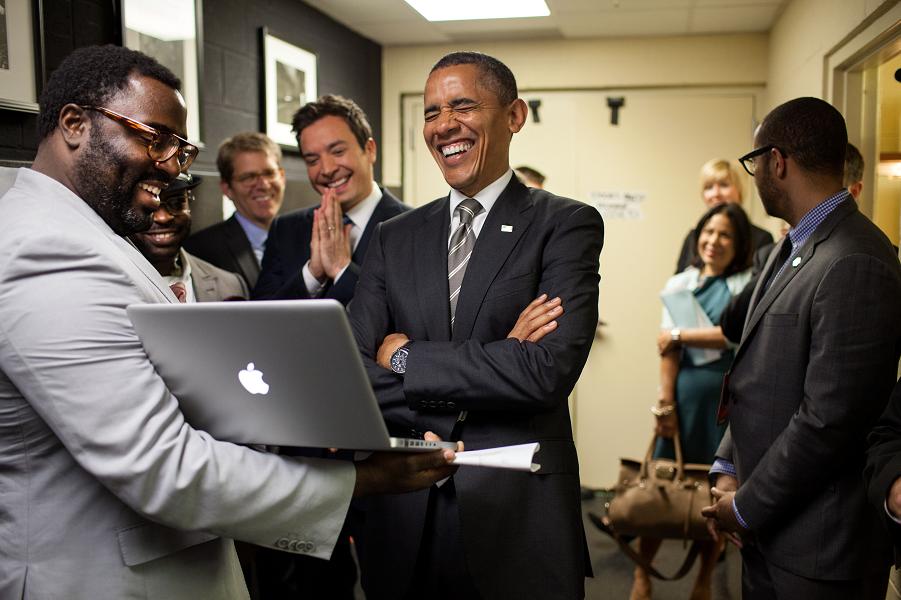 Обама смеется.png