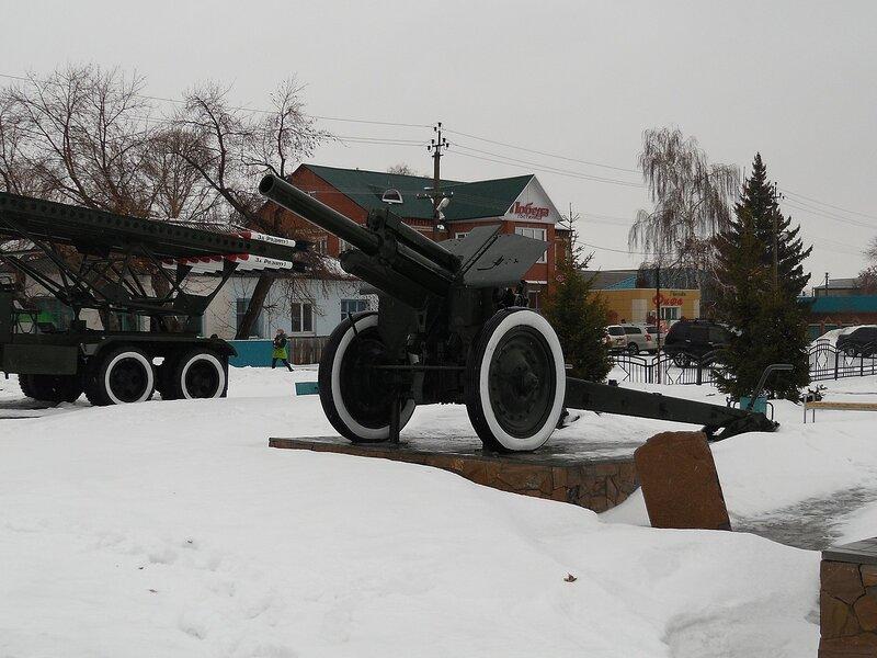 Гаубица М-30 в Карасуке.