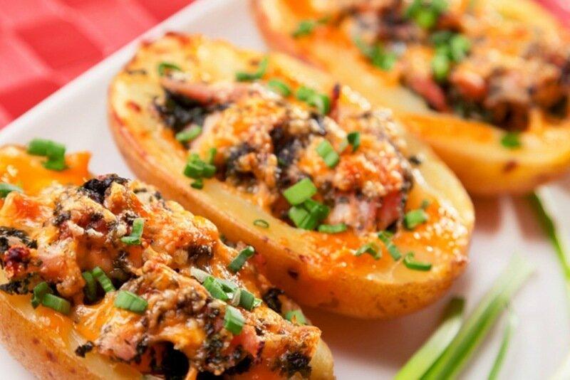 Видеорецепт   Фаршированный картофель с курицей и грибами