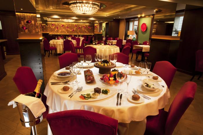 Богатые люди посещают ресторан, чтобы попробовать что-то новое либо же потому, что не хочется го