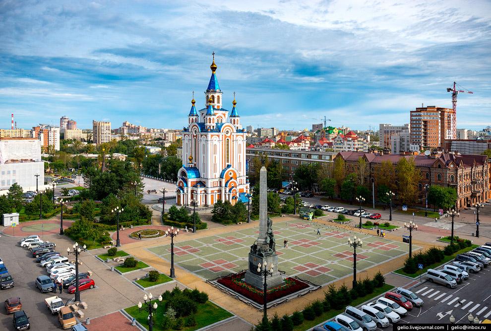 3. Успенский собор и Соборную площадь построили на пожертвования местных купцов Плюсниных в 188