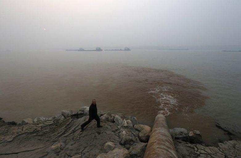 25. Отходы, сбрасываемые в воды реки Янцзы, Китай