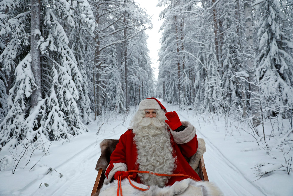 11. Одним словом, у Санта Клауса день насыщенный. (Фото Pawel Kopczynski | Reuters):