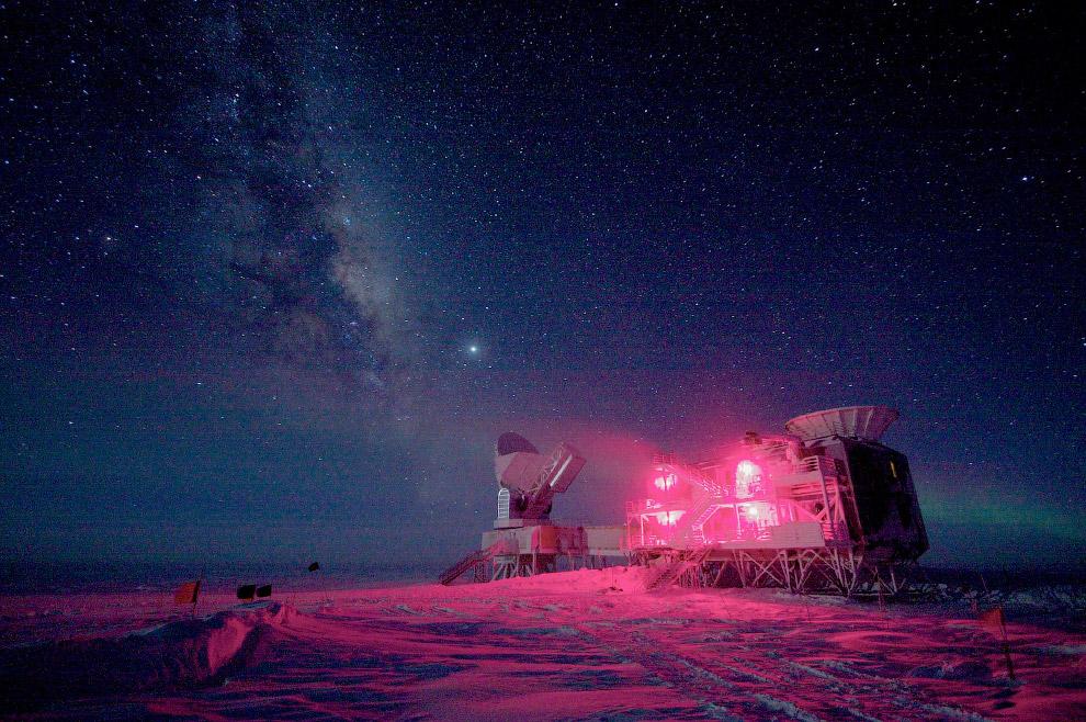 Антарктида. Вид из космоса. (Фото | NASA/Handout | Reuters):  Также смотрите « Остров Гренла
