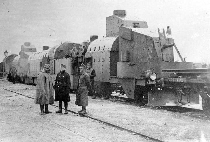 Внутри бронепоезда, Чаплино, Днепропетровская область, Украина, весной 1918 года. Сюда помещалось по