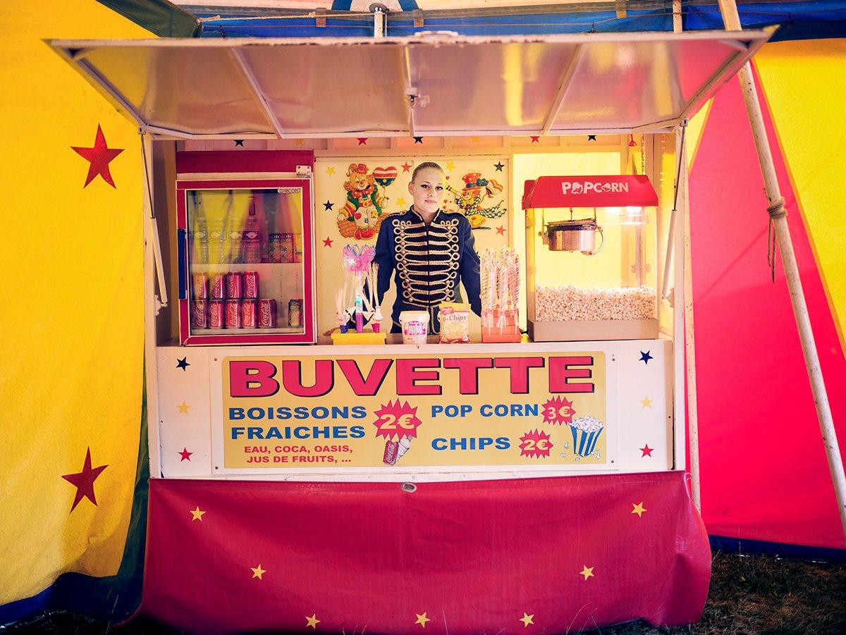 Крэйг Истон, Великобритания. Специальный приз — «Человечество». Мадам Канси продает попкорн в малень
