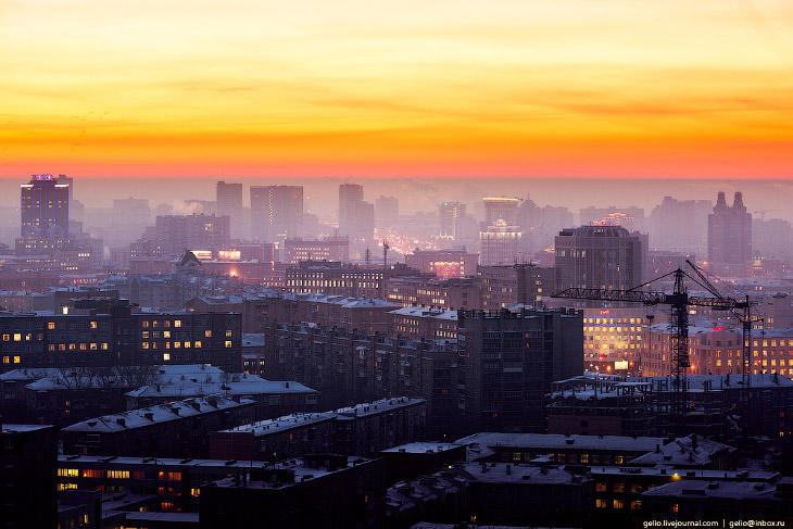2. Новосибирский театр оперы и балета и театральный сквер.