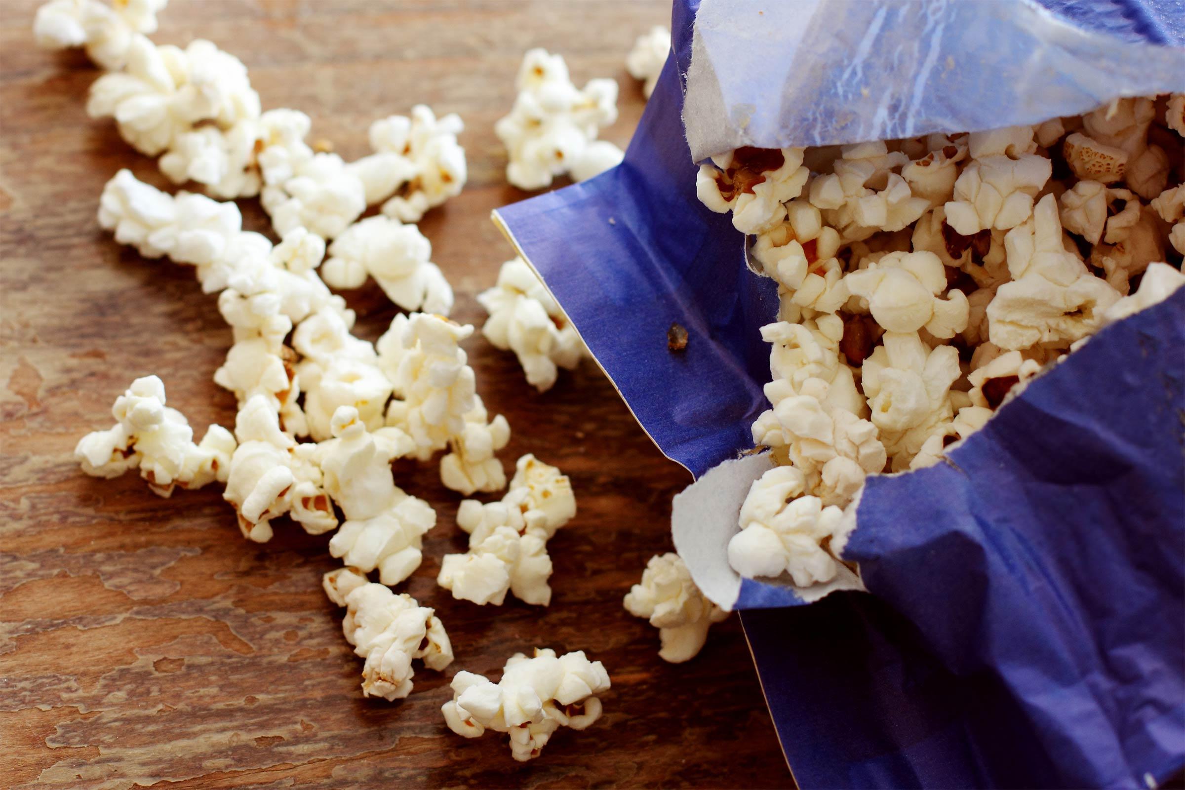 Безобидный на первый взгляд попкорн содержит огромное количество спреда — искусственного сливо
