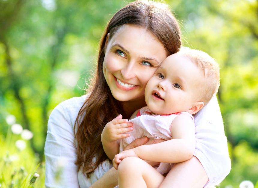 Учёные узнали причину того, почему женщина держит малыша  слевой стороны