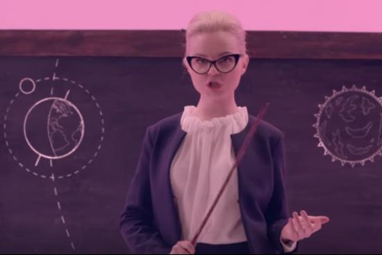 Бывшая солистка группы «Ленинград» сняла клип про школьников намитингах