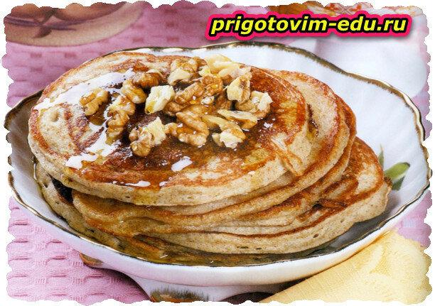 Старорусские блины с медом и орехами