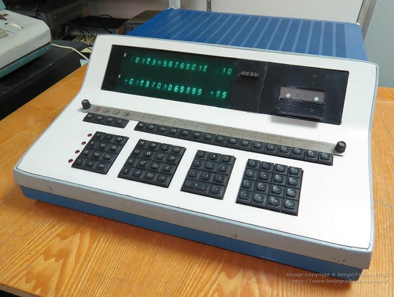 «Электроника 25» — радиоприемник с электронными часами, 1984 год