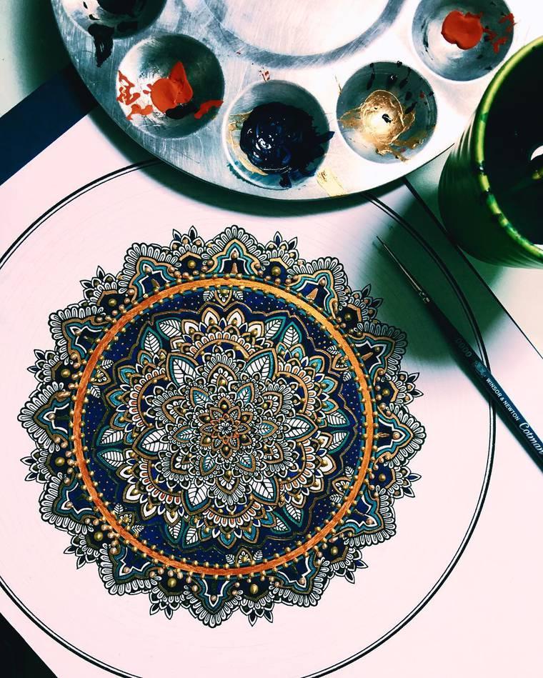 Murder and Rose - An artist reveals stunning colorful mandalas