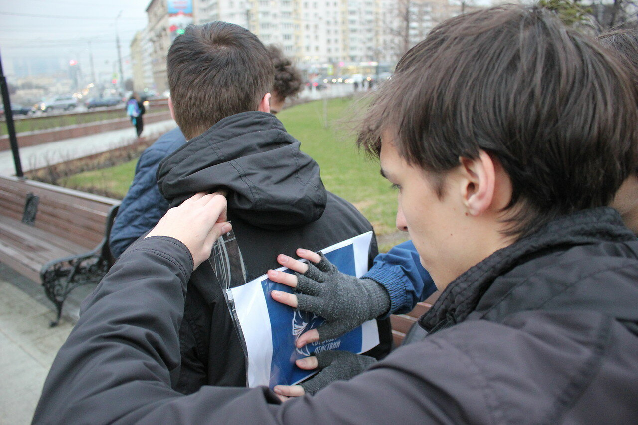 активисты молодежного движения «Свобода действий» провели перформанс против политических репрессий