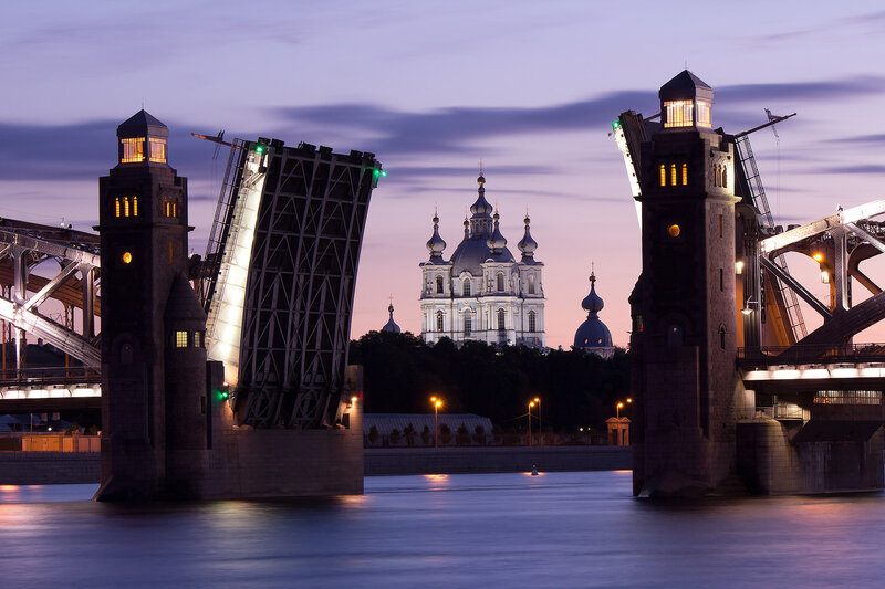 Большеохтинский мост. Смольный собор.