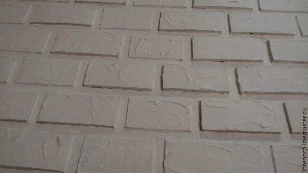"""Кирпичная"" стена из картона"