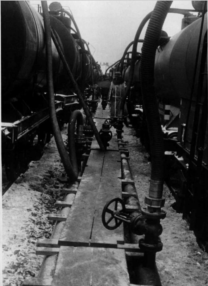 1940. 07.02. Германские и советские нефтяные цистерны на товарной станции Перемышль