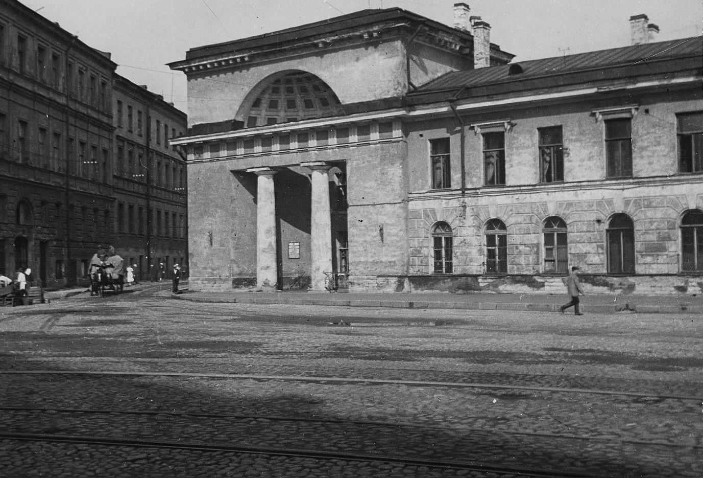 Здание бывших императорских конюшен (1930-е)