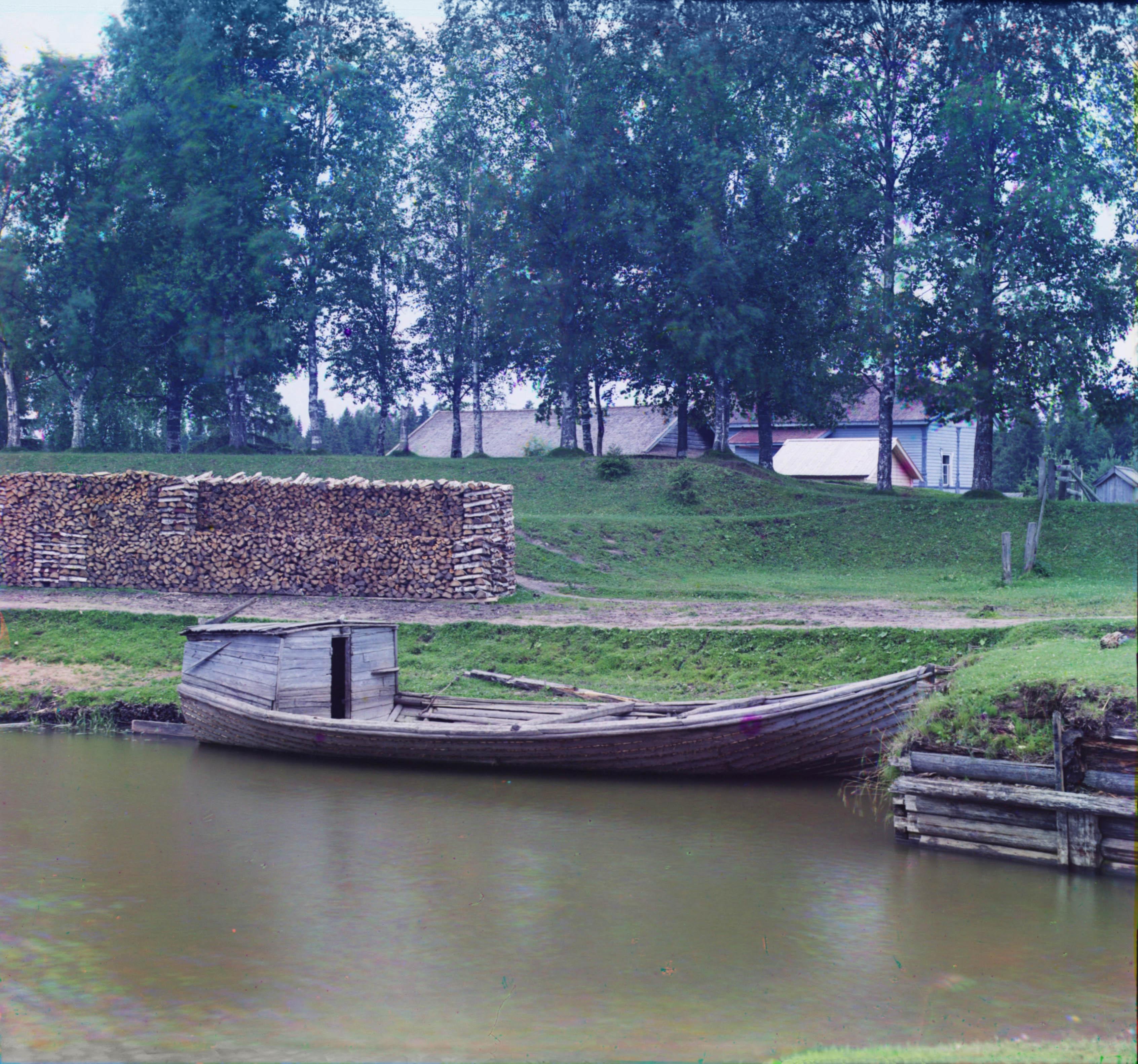 Трешкот у шлюза «Безопасность» близ пристани Чайка в месте соединения Белозерского канала с рекой Шексной