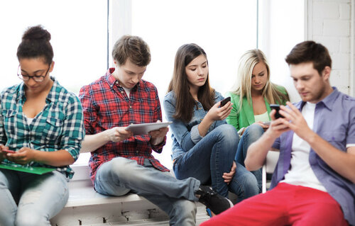teens-kids-chat-text-messaging-ss-1920-800x510.jpg