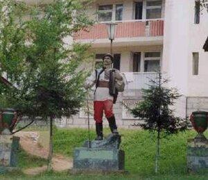 Скульптура гуцула на территории ЛОК «Трембита»