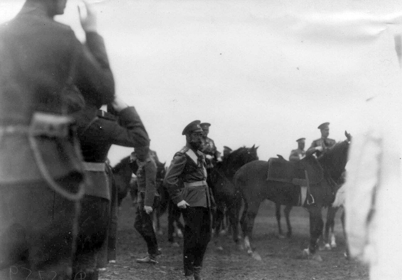 27. Император Николай II в день смотра войск на плацу. 30 июля 1912