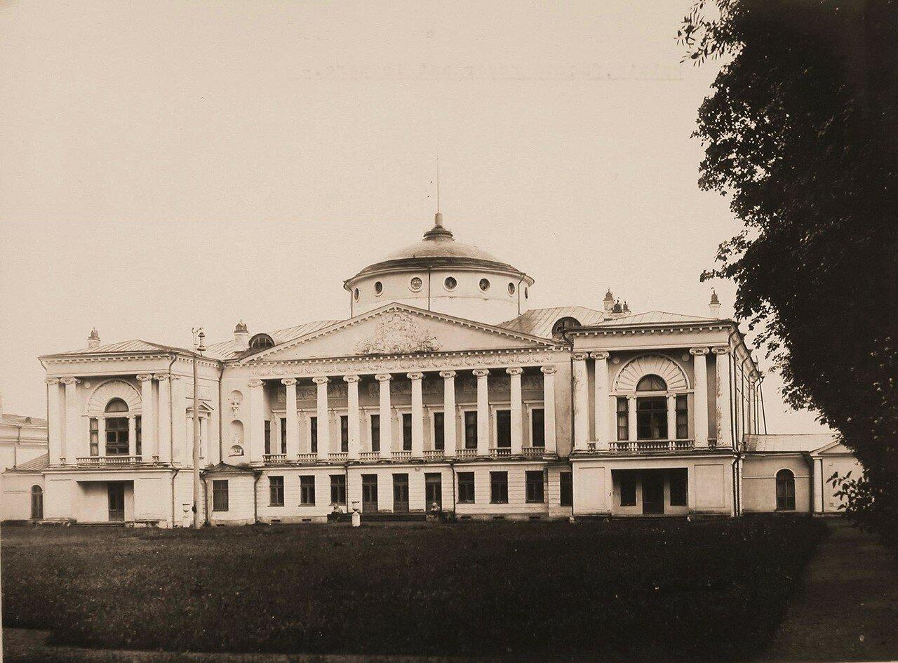Вид фасада здания Останкинского дворца Шереметевых со стороны парка. 1913