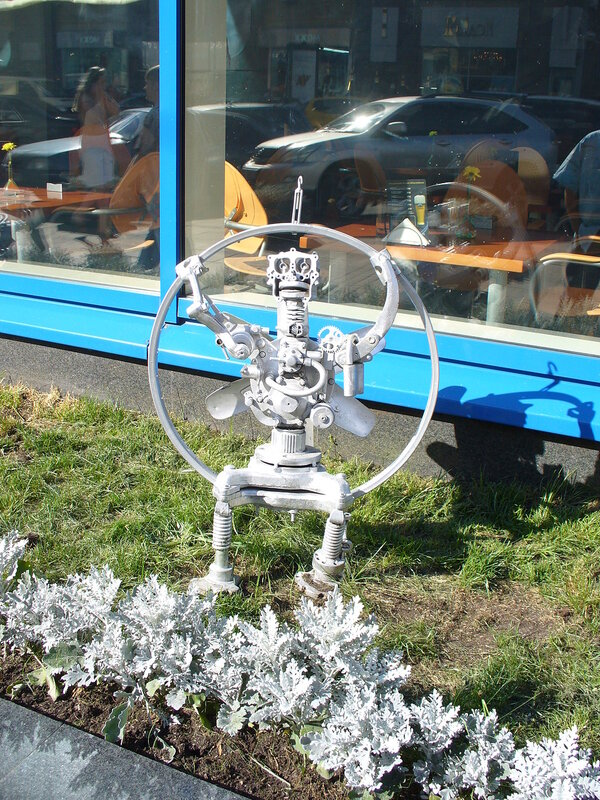 Скульптура - робот-вентилятор