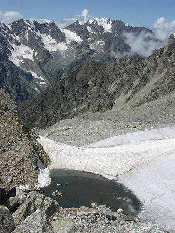 приледниковое озеро