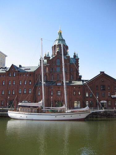 Успенский собор и яхта
