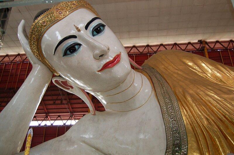 Янгон.Лежащий Будда.