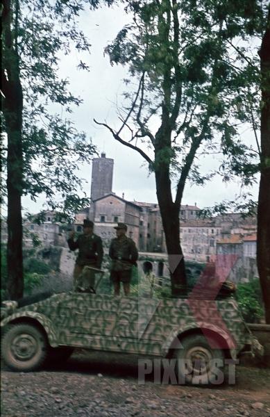 stock-photo-26th-panzer-divisions-nachrichten-abteilung-italy-1944-volkswagen-kubelwagen-rome-anzio-tropical-8977.jpg
