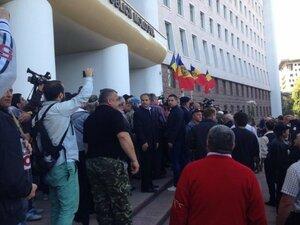 Протестующим не позволили захватить здание Парламента Молдовы