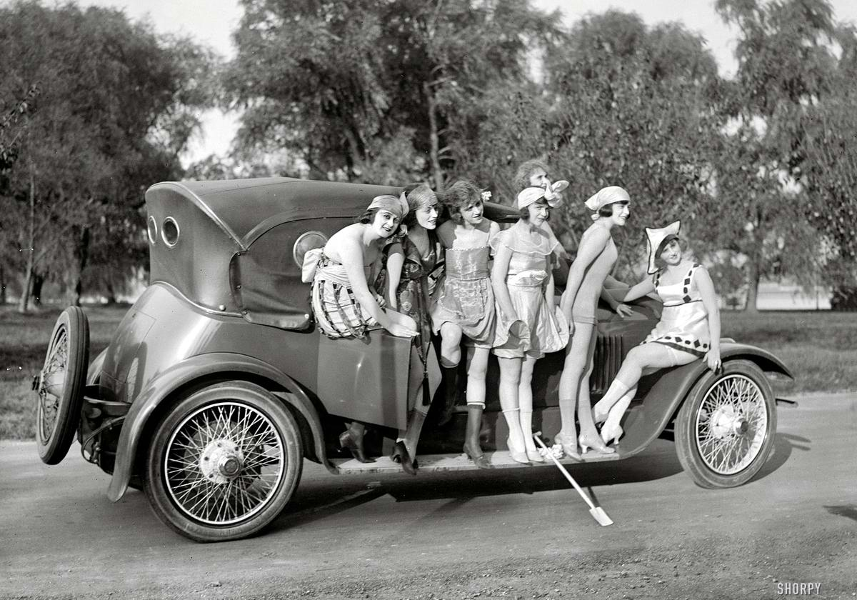 Автомобили и девушки начала 20-го века на снимках американских фотографов (14)