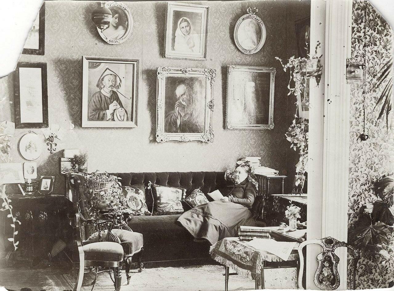 Часть гостиной комнаты в доме Евдокии Петровны Кузнецовой