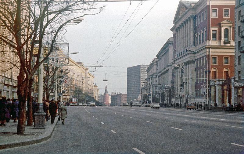 Москва кон. 1970-ых. Пустынна ул.Горького у стен Моссовета