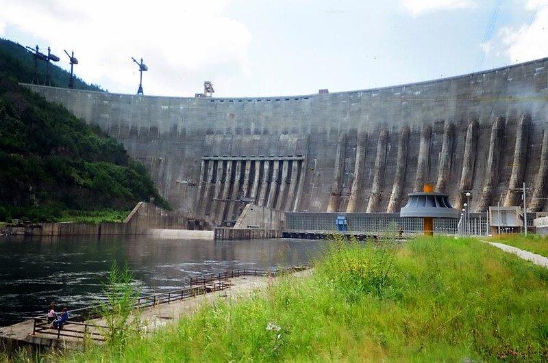 Авария на Саяно-Шушенской ГЭС имела технологический характер.  Версия теракта полностью опровергнута.