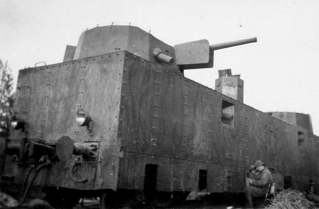 Брошенная бронеплощадка ПЛ-37.