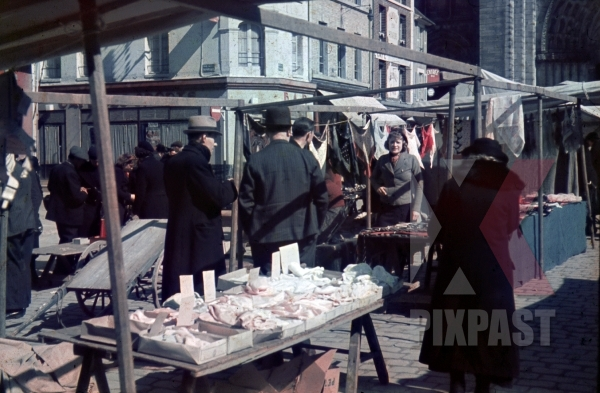 stock-photo-food-and-flea-market-behind-notre-dame-cathedral-paris-france-1940-11798.jpg