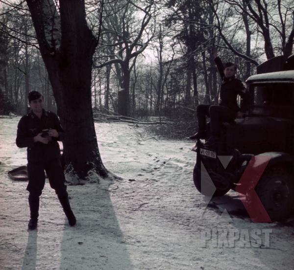 stock-photo-german-flak-soldiers-truck-lorry-snow-winter-paris-france-1940-camera-kamera-lazy-stretching-funny-humour-9694.jpg