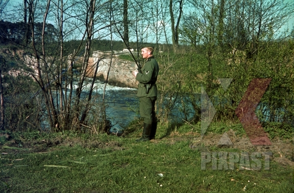 stock-photo-german-soldier-of-the-4th-panzer-division-rest-beside-river-in-france-1940-12325.jpg