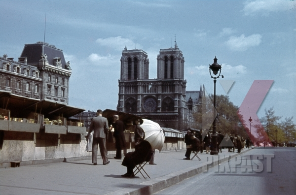 stock-photo-notre-dame-in-paris-france-1940-10975.jpg