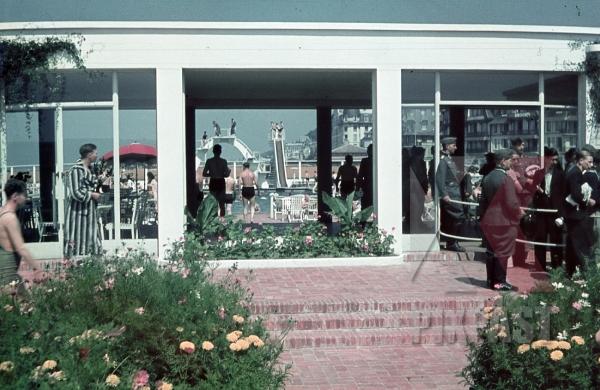 stock-photo-open-air-bath-piscine-olympique-de-trouvillesurmer-france-1940-9521.jpg