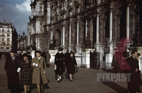 stock-photo-town-hall-of-paris-france-1940-10940.jpg