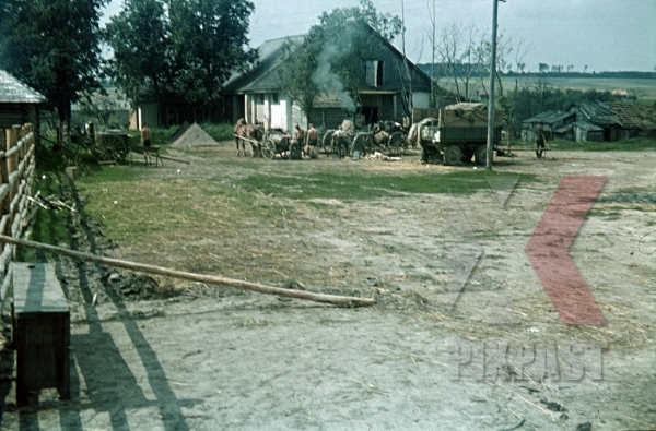 stock-photo-wehrmacht-field-kitchen-food-wagon-france-1940-tents-4th-panzer-division-12330.jpg