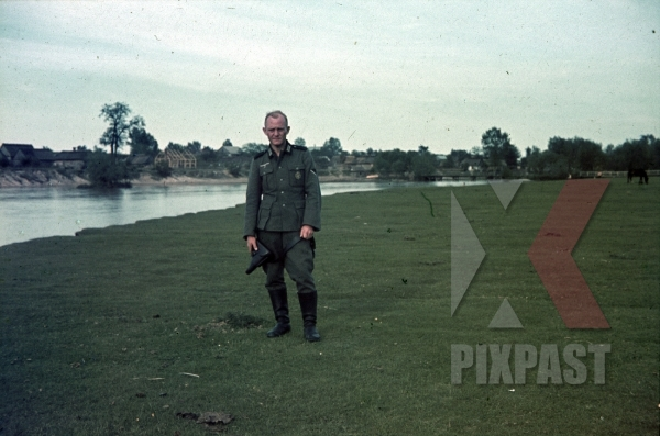stock-photo-wehrmacht-solider-uniform-pistol-holster-france-field-river-1940-8786.jpg