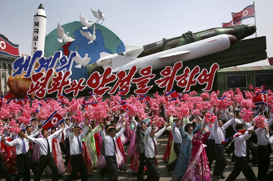 Для мира и стабильности в мире, парад в Пхеньяне, 15.04.17.png